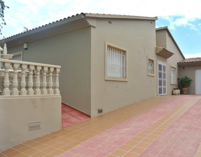 Onafhankelijke villa met zwembad en jacuzzi ref s1310 epic properties - Kubieke villa ...